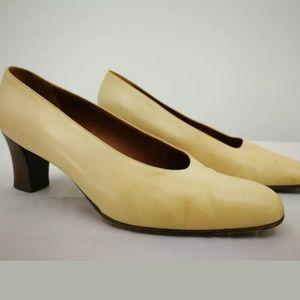 Coach J001 Women's 9 Ivory Leather Cuban Heel